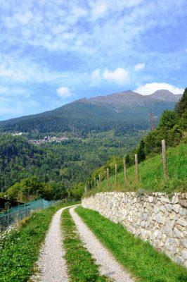 Il panorama percorrendo la Via della Bionda da Valle di Saviore